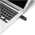 PNY-USB-Flash-Drive-Attache4-Turbo-32GB-use.png