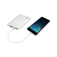 PNY-PowerPack-L8000-Rechargeable-Battery-Lightning-iPhone-use.png